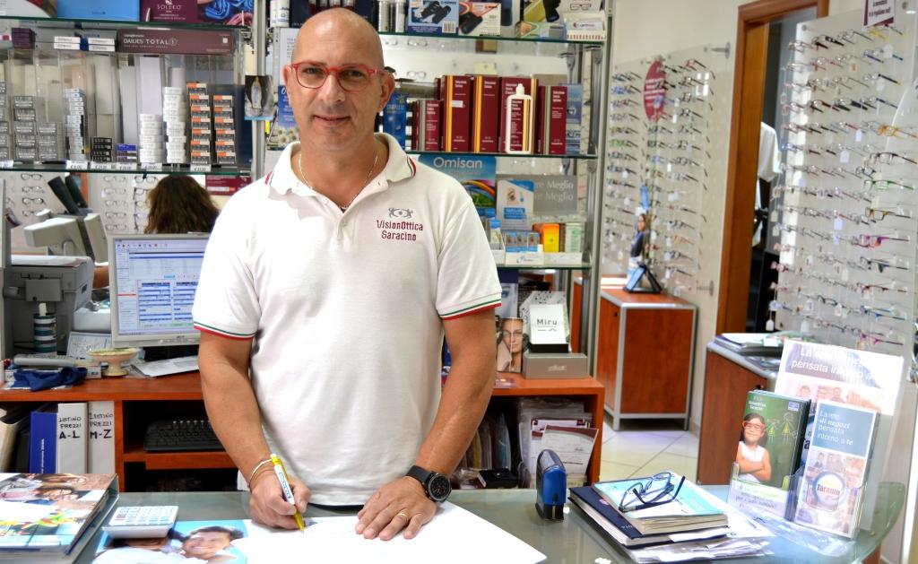 Carmine Saracino, titolare del negozio Vision Ottica Saracino