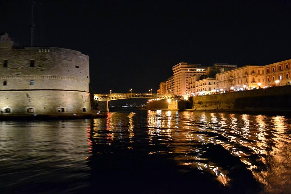 Mar Piccolo - Castello Aragonese con Ponte Girevole