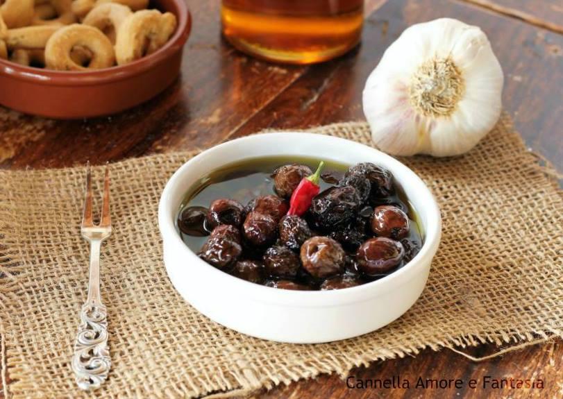Piccole ricette pugliesi di felicità: pane, olive, vino e fantasia