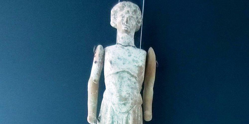 Con questa bambolina ci giocavano le bimbe di Taranto 2.000 anni fa