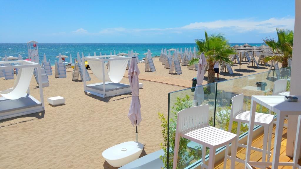 Tayga Beach: a Campomarino, il mare sposa il design e l'eleganza