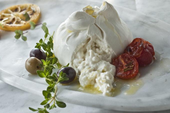 Burratina pugliese, il formaggio con un cuore di panna