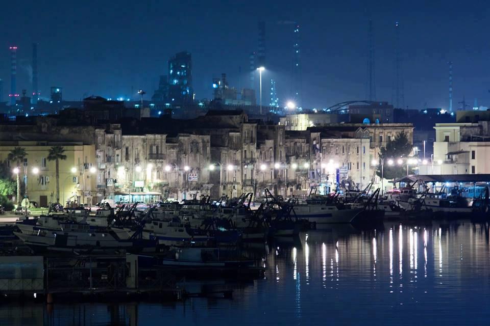 Quale futuro per Taranto? Se hai meno di 35 anni, puoi deciderlo tu