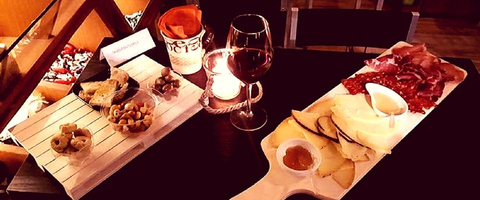 Vini di Puglia e salumi e formaggi di Masseria Amodio: degustazione a lume di candela