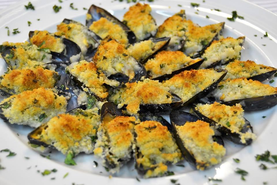 Cozze gratinate alla tarantina: come prepararle e dove mangiarle