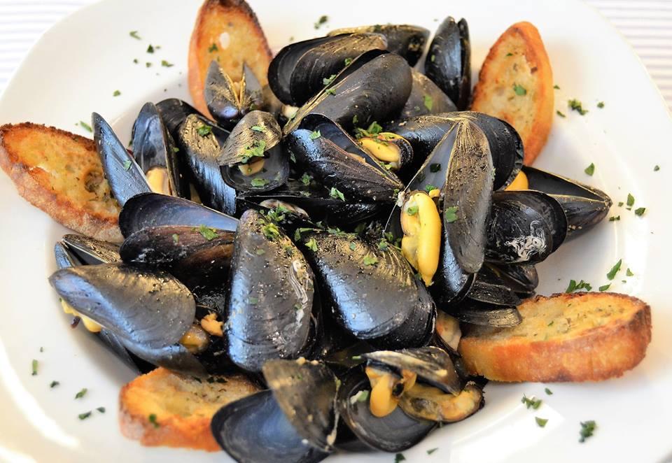 Cozze alla marinara e Impepata di cozze: le regine della tavola in Puglia