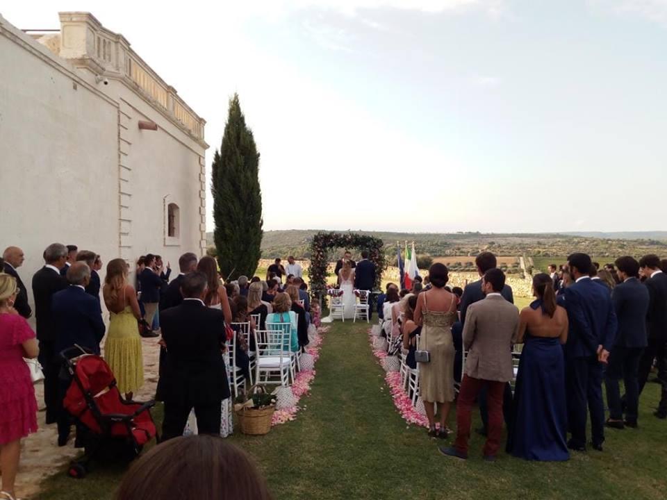 Matrimonio In Spiaggia Taranto : Matrimonio in masseria puglia made taranto