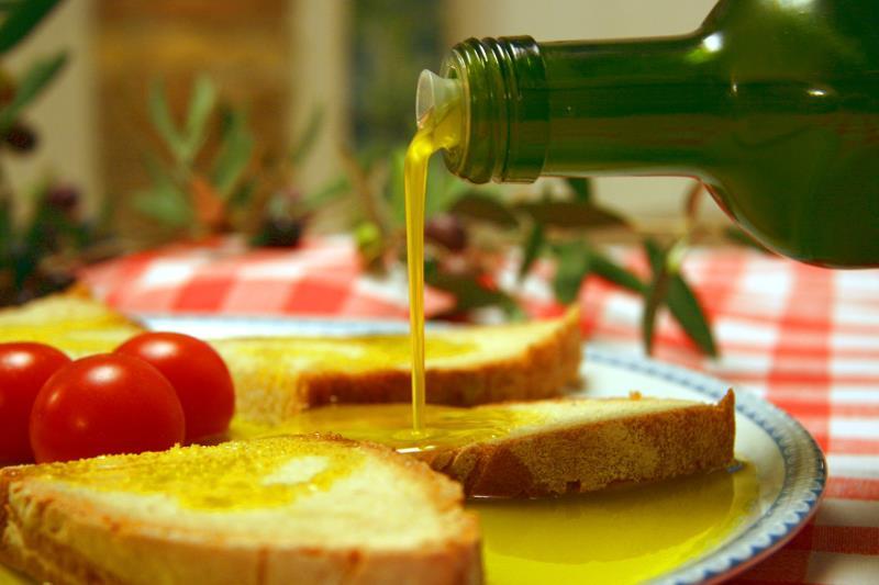Il vero olio extravergine d'oliva (meglio se di Puglia) ringiovanisce il cervello