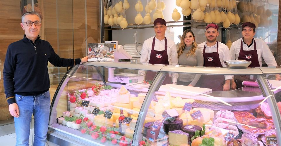 Sanificazione negozi a Taranto: nel Caseificio VB è garantita 2 volte al giorno da sempre