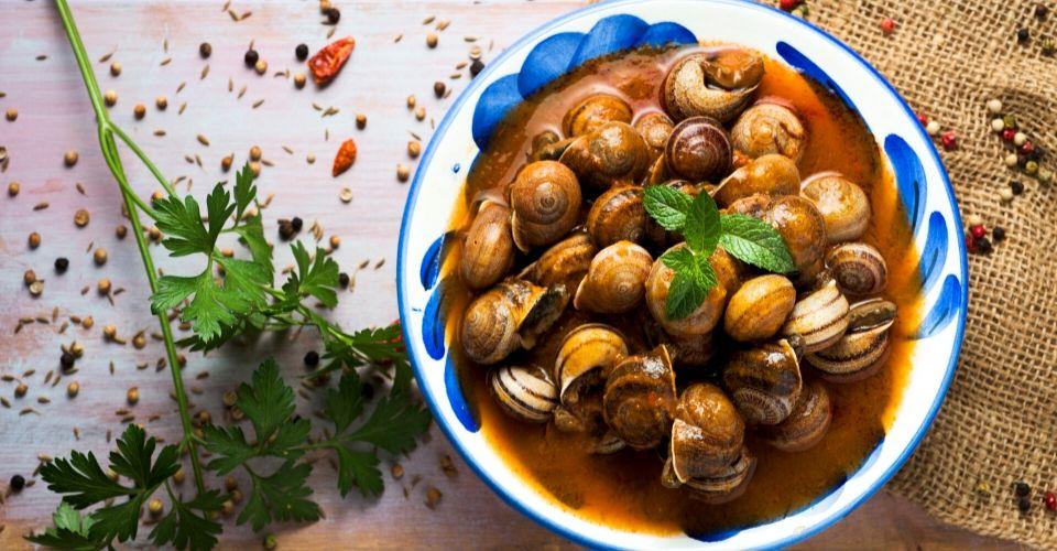 Lumachine (dette cozzelle) al pomodoro, origano e cipolla: ricetta tarantina