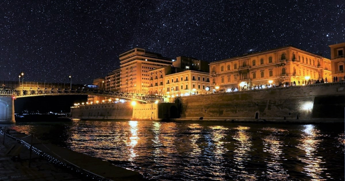 Gite romantiche in barca a remi: un'idea anche per Taranto