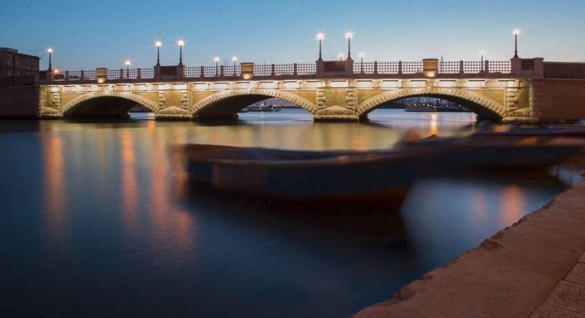 Ponte di Pietra (o di Porta Napoli), dove si uniscono le acque più pescose