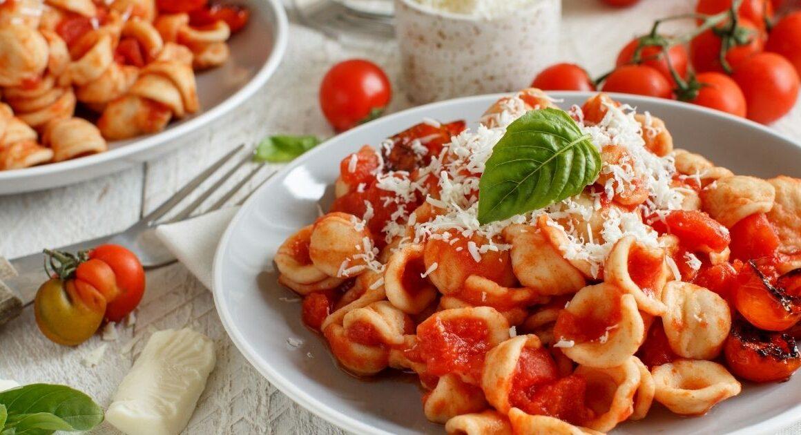 Ricetta Orecchiette pomodoro e Cacioricotta, il piatto cremoso di Puglia