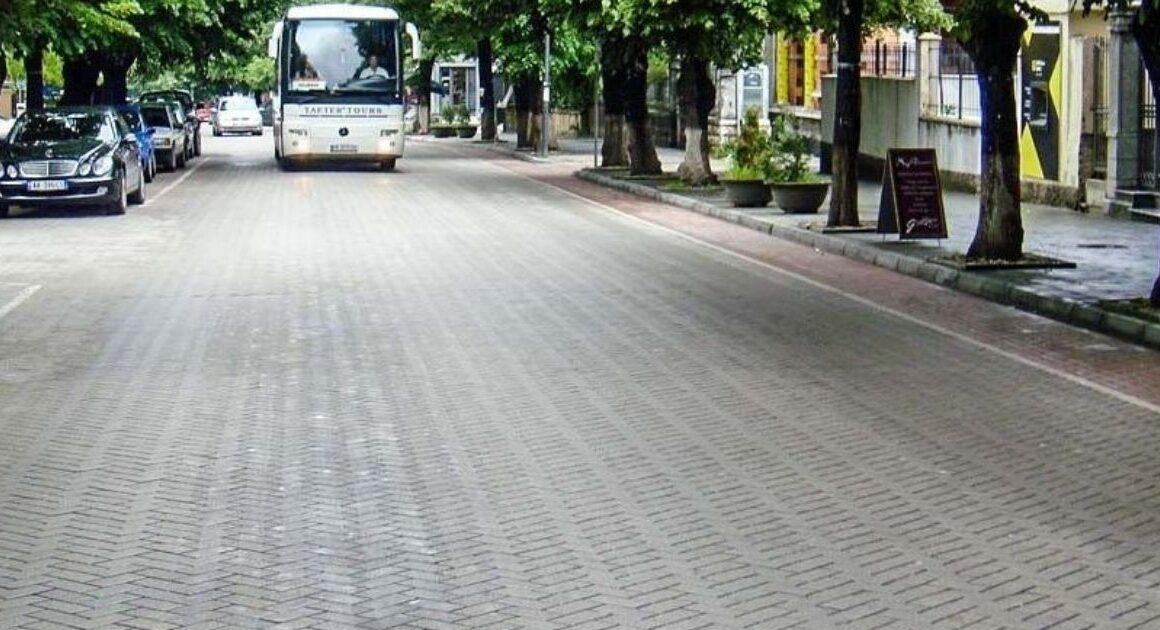 Una pavimentazione stradale per dire addio a buche e allagamenti in città