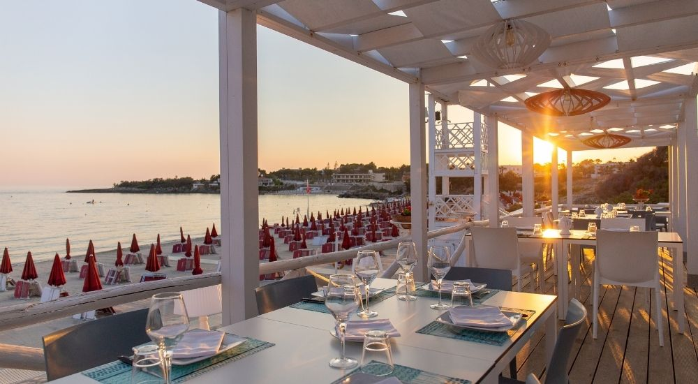 Ristorante sul mare e pizzeria napoletana: apertura NO STOP 13-22
